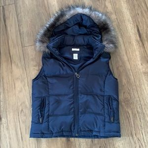 Maurices Navy vest with fur hood, EUC!